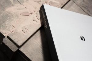 Impression - Konzeptbuch auf Holztisch