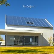 Rendering Long House 90° in klassisch-modernem Design mit Satteldach und asymmetrischer Fensteranordnung